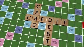 As palavras cruzadas do débito do cartão de crédito na falsificação escarafuncham a placa Foto de Stock