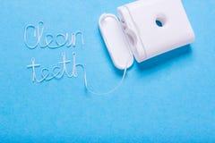 As palavras limpam os dentes do fio dental fotos de stock
