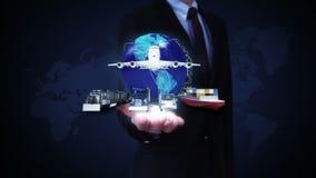 As palmas abertas do homem de negócios, rede global crescente com avião, treinam, enviam, transporte do carro, vista dianteira filme
