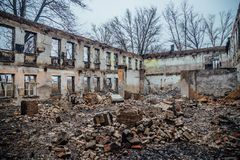 As paredes da construção destruída Imagem de Stock