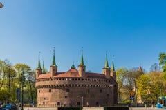 As paredes da defesa do Barbican no Pol?nia de Krakow imagens de stock royalty free