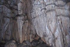 As paredes de uma caverna da pedra calcária fotografia de stock royalty free