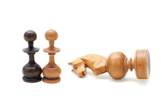 As partes de xadrez no fundo branco Fotografia de Stock Royalty Free
