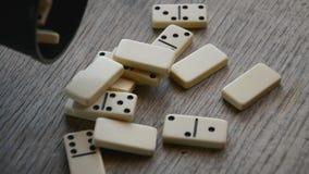 As partes dos dominós empilham filme