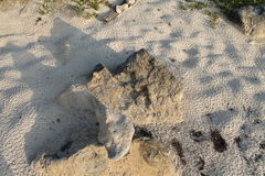 As pedras, areia, seguem na areia Fotos de Stock Royalty Free