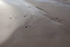 As pedras da areia no mar acenam o borrão do filme Imagem de Stock Royalty Free