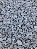As pedras de pavimentação das pedras dispersaram aleatoriamente o fundo Fotografia de Stock Royalty Free