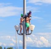As pessoas em uma luz de rua durante a rua desfilam em Zurique, interruptor Imagens de Stock Royalty Free