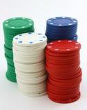 As pilhas de microplaquetas de póquer esverdeiam, vermelho, branco, azul Foto de Stock Royalty Free