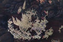 As pinturas murais de Ramakien Ramayana ao longo das galerias do templo de Emerald Buddha, do pal?cio grande ou do kaew do phra d imagem de stock