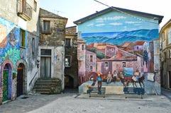 As pinturas murais na vila do piano Vetrale, em Itália do sul fotos de stock