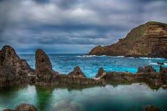 As piscinas naturais em Porto Moniz, ilha de Madeira, Portugal Foto de Stock