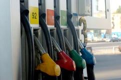 As pistolas do combustível fecham-se acima no posto de gasolina Foto de Stock Royalty Free