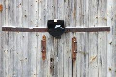As portas com punhos e cadeado Imagem de Stock Royalty Free
