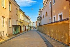 As portas do alvorecer são uma rua na parte histórica da cidade velha o Fotografia de Stock Royalty Free