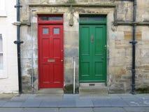 As portas verdes vermelhas Fotografia de Stock