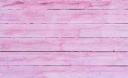 As pranchas de madeira velhas pintadas com pintura cor-de-rosa racharam pelo vagabundos rústicos Imagem de Stock