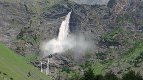 As quedas de Serio A cachoeira a mais alta em Itália video estoque