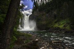 As quedas de Snoqualmie brilham em Washington Forest luxúria Foto de Stock Royalty Free