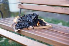 As queimaduras do livro imagens de stock