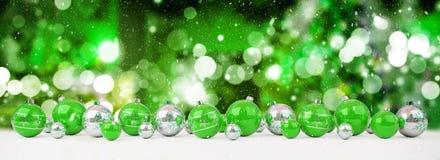 As quinquilharias do verde e do White Christmas alinharam a rendição 3D ilustração do vetor