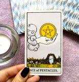 As Ratuje obfitość dobrobyt Pentacles Tarot karty pieniądze inwestycje zdjęcie stock