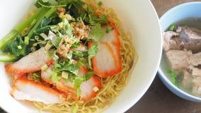 As receitas cantoneses do macarronete de ovo com carne de porco do BBQ e carne de porco desossam o cl da sopa Imagens de Stock Royalty Free