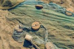 As redes de pesca dobraram-se no litoral, textura do fundo fotografia de stock royalty free
