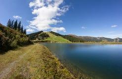 As reservas de água em Schmittenhöhe em Zell Am veem com vista a Steinernes Meer & a Hochkönig Foto de Stock Royalty Free