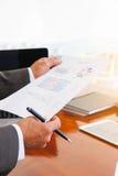 As reuniões de negócios, originais, análise de vendas, análise resultam imagens de stock royalty free