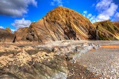 As rochas bonitas com testes padrões incomuns Sandymouth encalham Cornualha norte Inglaterra Reino Unido em HDR colorido Fotografia de Stock Royalty Free