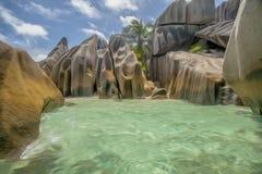 as rochas e o mar em Seychelles Imagens de Stock Royalty Free