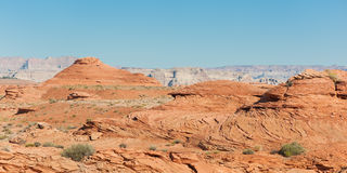 As rochas vermelhas aproximam o rio de Colorado Fotos de Stock