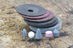 As rodas abrasivas no fundo de madeira Foto de Stock Royalty Free