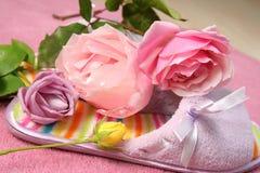 As rosas bonitas dirigem a decoração Fotos de Stock Royalty Free
