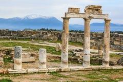 As ruínas da cidade romana antiga de Hierapolis Imagens de Stock Royalty Free