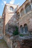As ruínas da igreja, a colocação velha da pedra, precisam uma reconstrução da construção imagens de stock