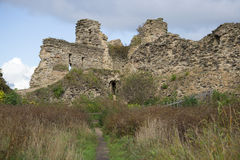 As ruínas da torre, dia de setembro Oblast de Leninegrado da fortaleza de Koporye Fotografia de Stock