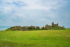 As ruínas de Hastings fortificam, Sussex do leste, Reino Unido imagem de stock