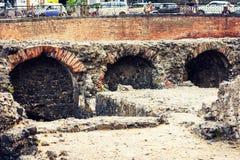 As ruínas de Roman Amphitheatre de Catania, Sicília, Itália, fundo italiano fotos de stock