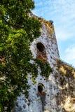 As ruínas de uma igreja velha Fotos de Stock