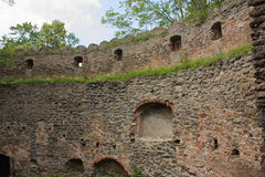 As ruínas do castelo no monte Chojnik perto do ra do ³ de Jelenia GÃ fotografia de stock