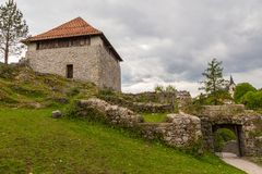 As ruínas do castelo pequeno em Kamnik, Fotografia de Stock Royalty Free