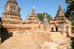 As ruínas do monastério de Bagaya na cidade antiga de Innwa ( fotos de stock royalty free