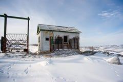 As ruínas do ponto soviético do exército de dragões do contato em Kolyma foto de stock