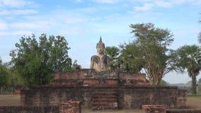 As ruínas do templo budista Wat Mae Chon Sukhothai, Tailândia filme