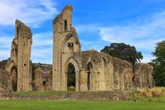 As ruínas históricas da abadia de Glastonbury em Somerset, Inglaterra, Reino Unido Foto de Stock