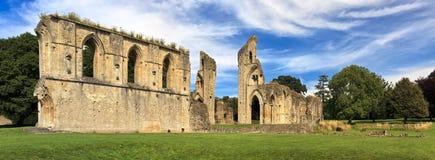 As ruínas históricas da abadia de Glastonbury em Somerset, Inglaterra, Reino Unido Reino Unido fotografia de stock royalty free