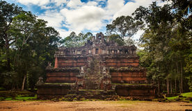 As ruínas misteriosas do templo de Ta Prohm aninharam-se entre a floresta úmida dentro Fotografia de Stock Royalty Free