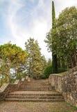 As ruas no parque velho da cidade espanhola de Gerona Imagens de Stock Royalty Free
